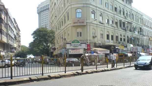 Cafe_Mondegar_on_Colaba_Causeway